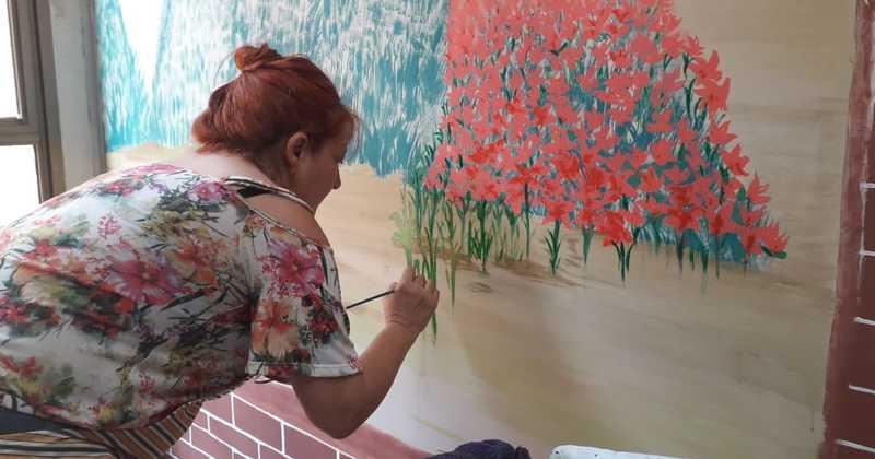 A obra  de arte é realizada pela artista plástica  Ana Stella Sabillon