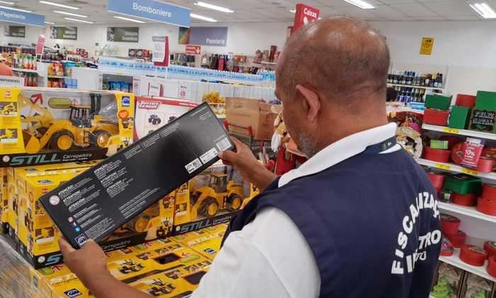 Ao adquirir um produto, seja um brinquedo ou artigo para criança, o consumidor deve estar atento ao Selo de Avaliação de Conformidade do Inmetro