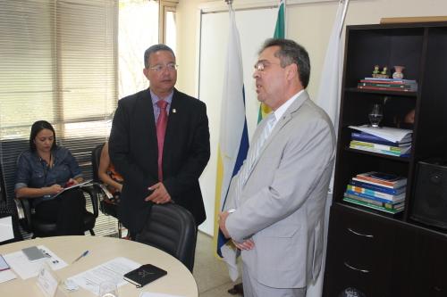 Delegado da Receita Federal e secretário Tom Lyra durante reunião do CDE-TO