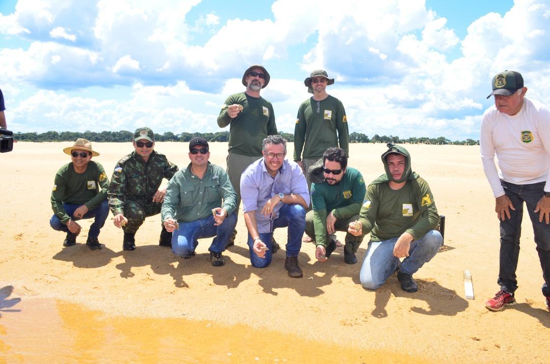 Momento final da soltura de mais mil filhotes do Projeto Quelônios da Amazônia no Tocantins