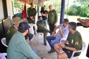 Parceiros do Projeto Quelônios da Amazônia no Tocantins reunidos na base para avaliação dos resultados