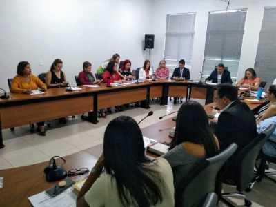 Professor Alan BITAR mediando as discussões do IV Fórum Estadual de Educação realizado na ATM.