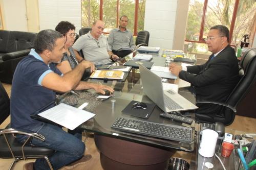 Secretário Tom Lyra e diretores da Associação de Confecções do Estado discutem sobre o Polo de Confecções do TO