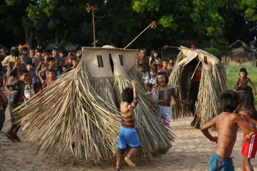 Etnias indígenas, como os Krahô, atraem visitantes com suas festas tradicionais