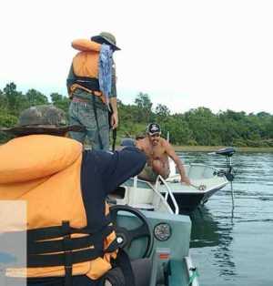 Fiscalização do Naturatins verifica prática de pesca esportivo durante abordagem