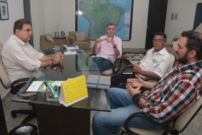 Reunião sobre cultivo de camarão no Tocantins