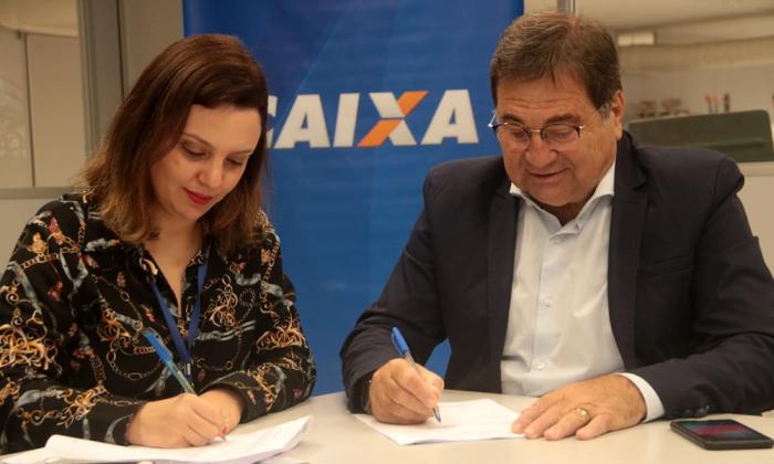 Secretário da Agricultura e Superintendente da Caixa assinaram contrato nessa quinta-feira