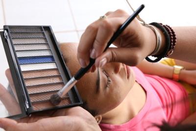 Foto 1 - Profissionais capacitados pela Setas serão responsáveis pela maquiagem e cabelos das noivas (Carlessandro Souza).JPG