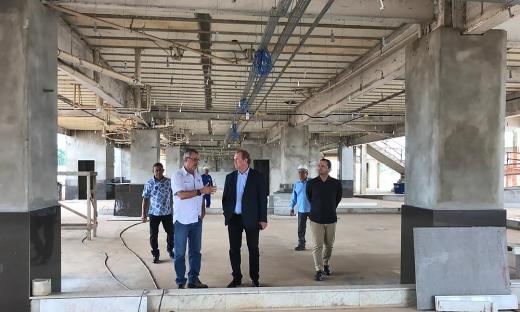 Governador Mauro Carlesse visita e fiscaliza obra do Hospital Geral de Gurupi