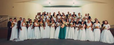 foto 1 - Noivas em cerimônia de casamentos comunitário.jpeg