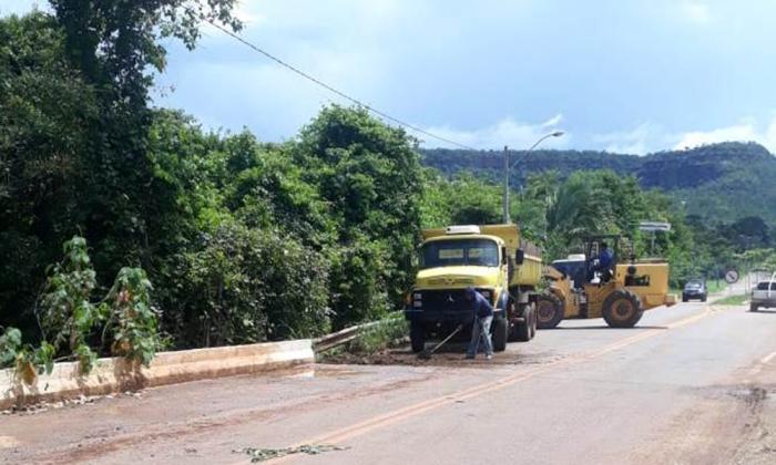 Houve intervenções no aterro e no pavimento da Ponte sobre o Córrego Taquaruçúzinho