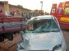 O veículo de passeio bateu na carroceria da camionete