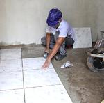 Obra está em fase de acabamento, com a colocação de pisos e azulejos da parede, pintura, assentamento de vaso sanitário e pia