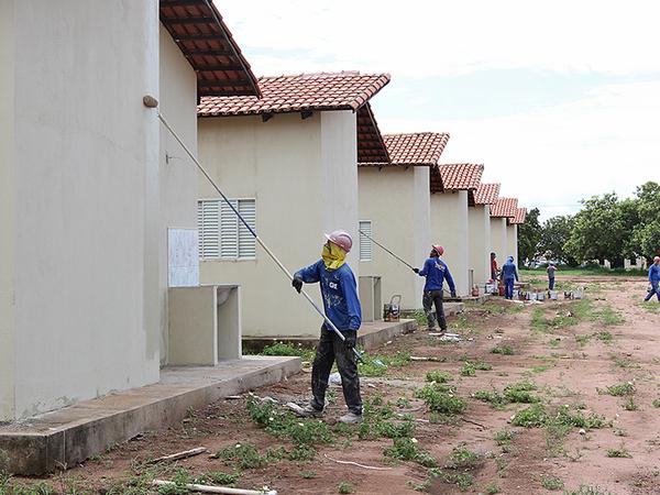 Casas foram construídas no mesmo padrão com sala, cozinha, banheiro, dois quartos e área de serviço externa