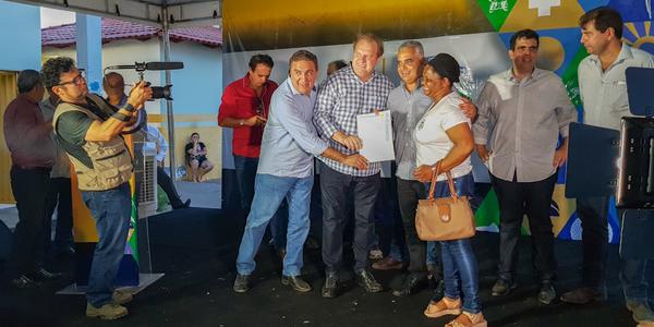 Foram entregues 250 títulos registrados de imóveis para moradores da região norte de Palmas_600x300.jpg