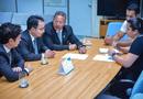 Tom Lyra e representantes da Câmara de Comércio de Xangai, discutem implantação de rota área comercial com a superintendente da Infraero, Janaína e com o gerente de Gestão Operacional, Renato