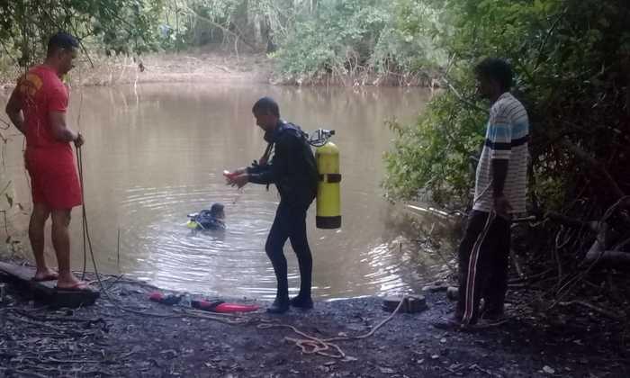 Legendas: Bombeiros militares atuam nas buscas ao corpo de pescador em Porto Nacional