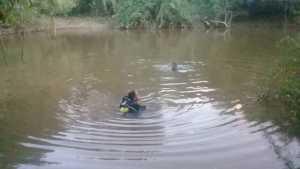 Mergulhadores do Corpo de Bombeiros Militar nas buscas ao corpo do pescador