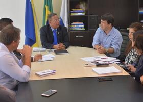 Secretário  discute com o presidente da Faciet e técnicos da Sics ações de incentivo ao associativismo