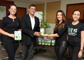 O titular da Semarh recebe em seu gabinete representantes da empresa RR Empreendimentos que fizeram a doação de 150 mudas de árvores