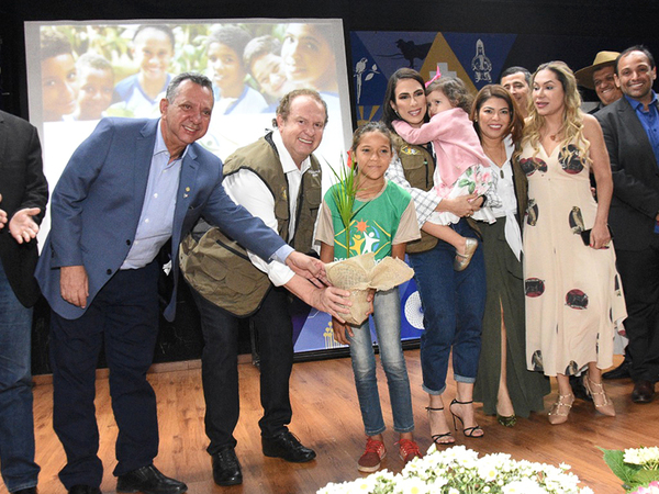 Com o intuito de promover a inclusão socioambiental de crianças e adolescentes, o governador do Estado, Mauro Carlesse, lançou no ano passado o Programa Pátria Amada Mirim