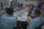 Após a leitura de um livro durante um mês os participantes escrevem, individualmente, uma resenha crítica.