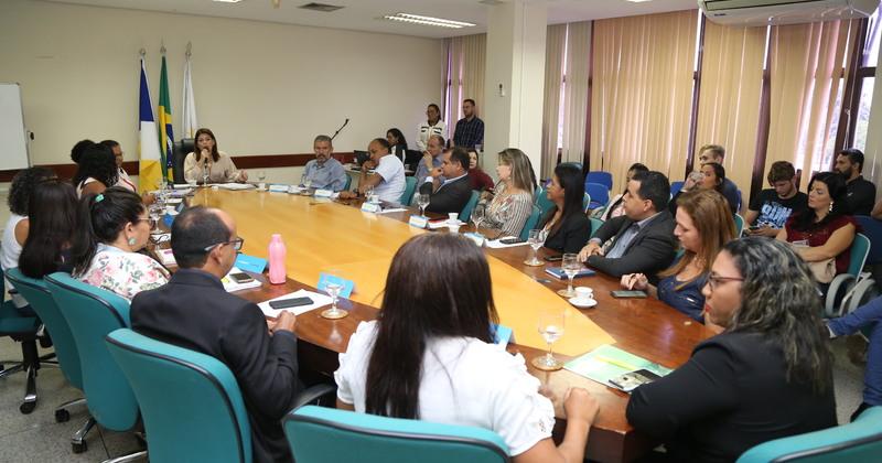 Educação dá posse aos 24 conselheiros, entre titulares e suplentes, do Conselho Estadual do Fundeb