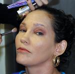 A auxiliar de serviços gerais, Dilma França Moreira, também participou da ação de embelezamento