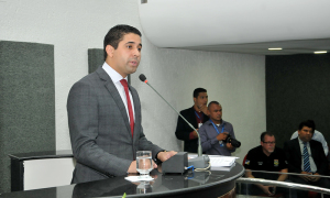 O secretário-chefe da Casa Civil, Rolf Vidal, esteve na Assembleia Legislativa para fazer a leitura da mensagem do governador Mauro Carlesse, por ocasião da abertura dos trabalhos da 2ª Sessão Legislativa da 9ª Legislatura