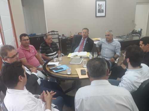 Secretário da Indústria e Comércio discute regularização fundiária do Distrito Industrial de Colinas com o prefeito e empresários do município