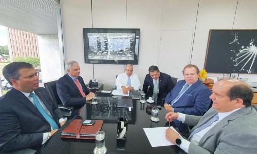 Acompanharam o governador Mauro Carlesse durante a reunião, os secretários Tom Lyra; Claudinei Quaresemin; e Sandro Henrique Armando