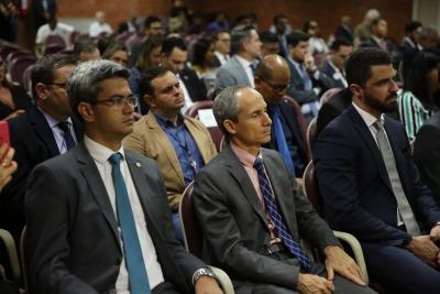 Procurador-Geral Nivair Borges entre as autoridades durante a solenidade no TJ
