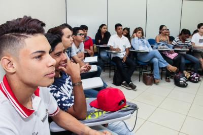 Foto 2 - As aulas darão aos alunos noções gerais das principais necessidades de ramos como hotéis, restaurantes, aeroportos e táxis (Carlessandro Souza)_400.jpg