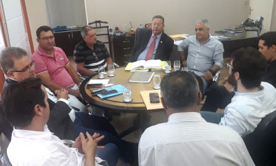 Secretário da Indústria e Comércio discute regularização fundiária do Distrito Industrial de Colinas com o prefeito e empresários do município_400.jpg