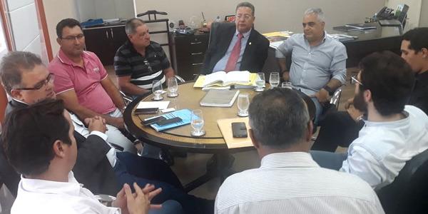 Secretário da Indústria e Comércio discute regularização fundiária do Distrito Industrial de Colinas com o prefeito e empresários do município_600x300.jpg