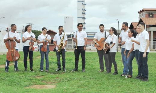""": O grupo """"Músicos da Alegria"""" leva emoção por meio da música à pacientes, acompanhantes e servidores"""