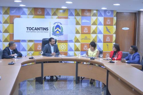 Vice-governador, acompanhado de secretários e presidente da Acipa, fala do potencial do estado   a líder do GRI Group, Melissa