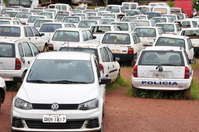 594 veículos serão leiloados