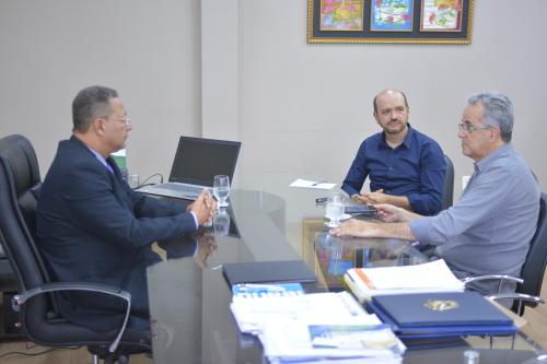 Secretário com o presidente da Femicro  discute ações voltadas aos pequenos empresários