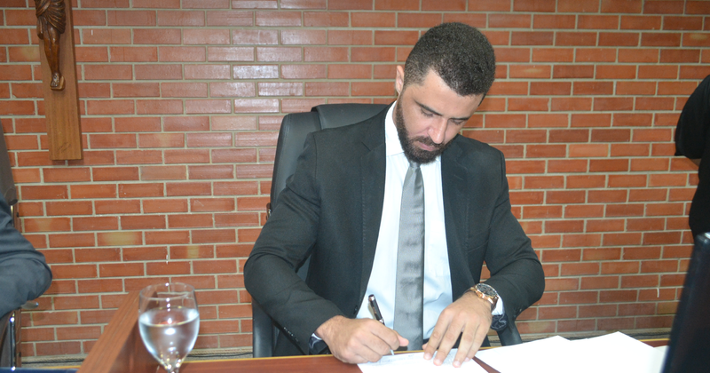 A assinatura aconteceu no auditório do Tribunal Pleno (TJTO)