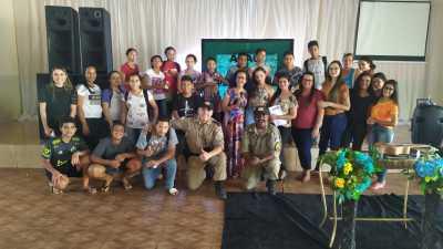 Adolescentes participam de palestra realizada pela PM_400.jpg