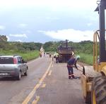 Equipes trabalham na manutenção da TO-010, entre Palmas e Lajeado