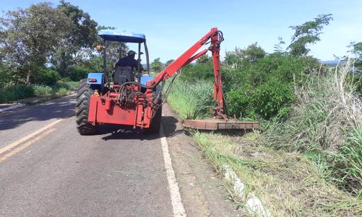 Rodovias estaduais também são beneficiadas por serviços de roçagem