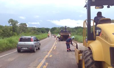 Equipes  trabalham na manutenção da TO-010, entre Palmas e Lajeado.