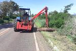 Rodovias estaduais também são beneficiadas por serviços de roçagem.