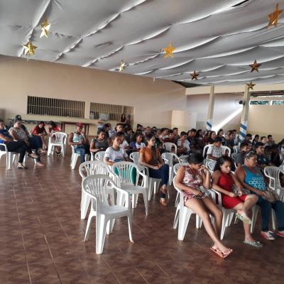 Participantes assistem palestra ministras pelos membros da Polícia Comunitária em Rio dos Bois