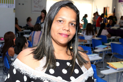 Aline Teixeira Santos conta que a formação vai contribuir para o desenvolvimento das atividades pedagógicas da escola