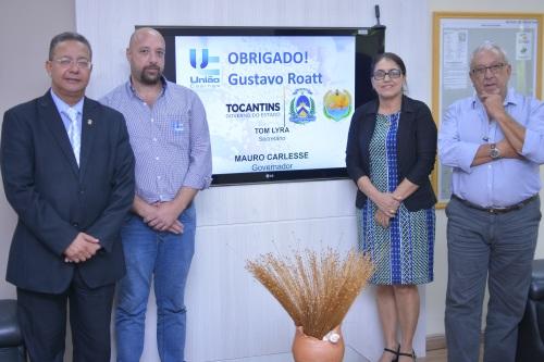 Na sede da Sics/Adetuc, Tom Lyra recebeu Gustavo Roatt, a prefeita Elzivan Noronha e Oscar Roatt (d)
