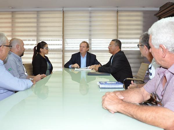 Governador Mauro Carlesse recebeu executivos do grupo União Casings que vieram conhecer os incentivos que o Governo do Estado disponibiliza para as empresas interessadas em se instalar no Tocantins