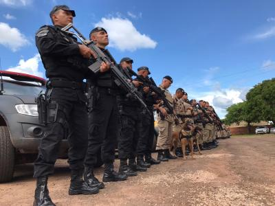 Equipes postadas no pátio do Batalhão antes da saída para a Operação na região_400.jpg